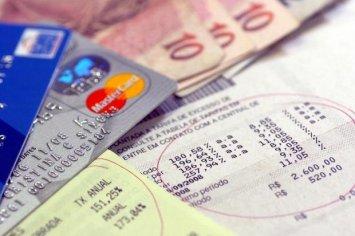 Dois em cada dez brasileiros têm alguma compra no crediário, revela estudo do SPC Brasil