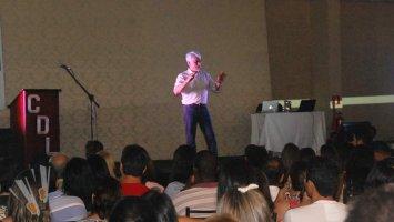 CDL Patos lança Campanha de Natal 2015 com palestra sobre atitude e vendas