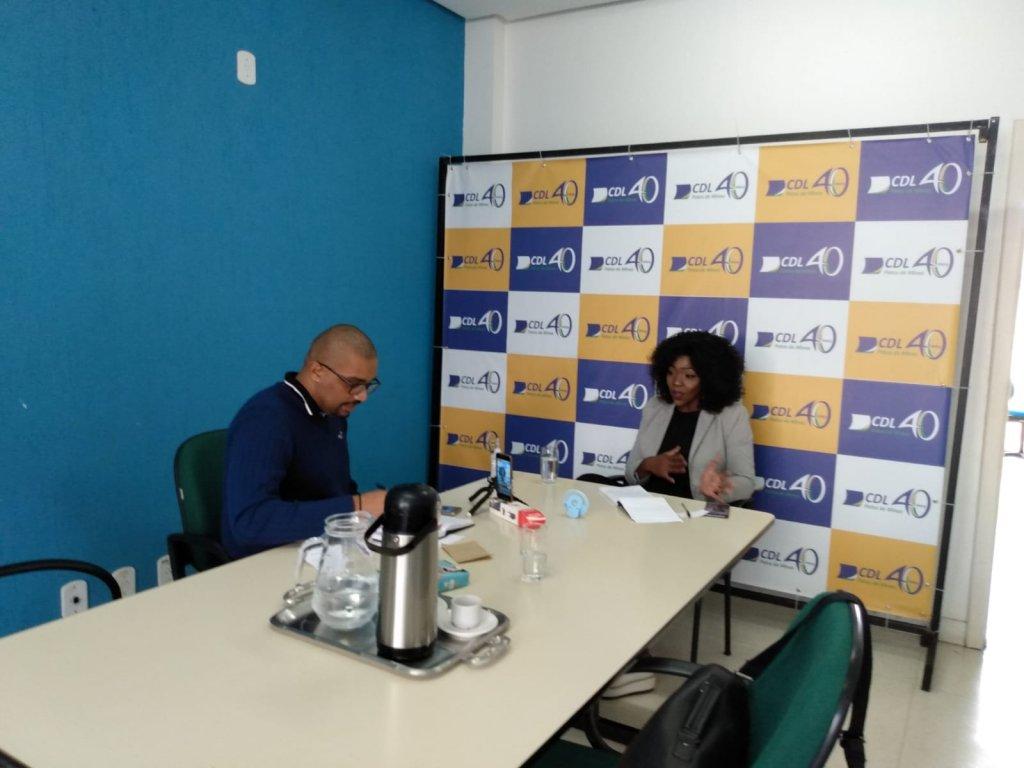 CDL Patos de Minas oferece orientações gratuitas e online Confira a Live sobre técnicas de vendas com Regina Teixeira