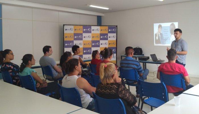 Como se comportar em entrevista de emprego foi tema de palestra na CDL Patos de Minas